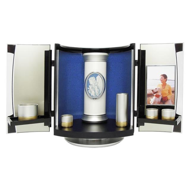 骨壷や仏具、ご位牌などといっしょにご自宅のリビングで故人を供養できるミニ仏壇です。