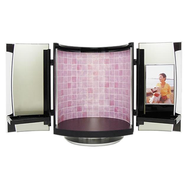 ピンク色の仏壇なので、かわいらしいお部屋にも調和します。写真も飾れるおしゃれな手元供養品です。