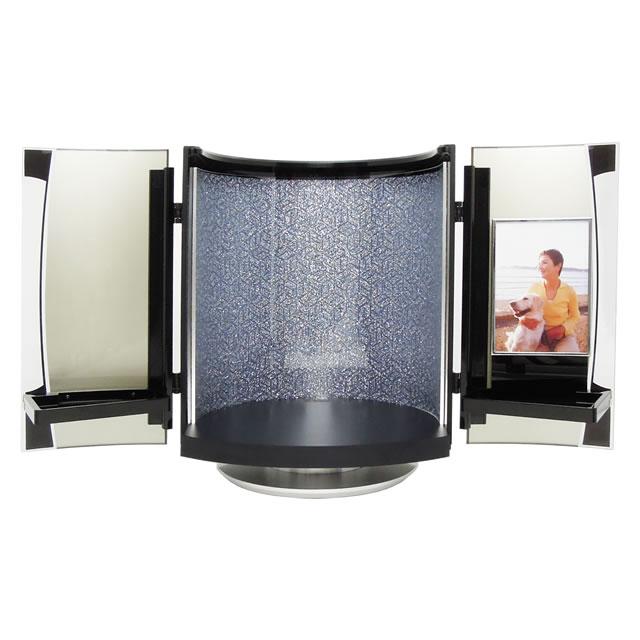瑠璃色に輝く小型仏壇は、故人を自宅供養できます。