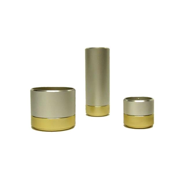 金色と銀色の組み合わせがおしゃれなデザイン仏具です。