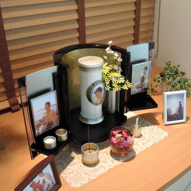 仏具や仏壇といっしょに飾れる、おしゃれな防水骨壺ソレアMサイズ
