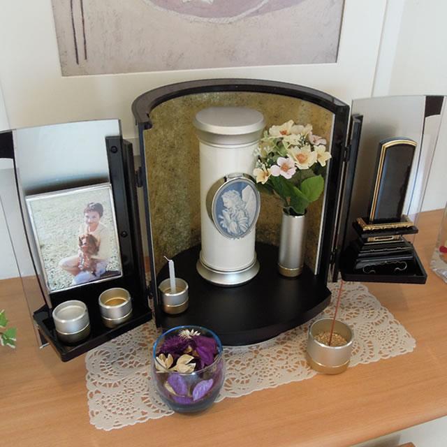 仏具や仏壇といっしょに飾れる、おしゃれな骨壺ソレア大天使ラファエルMサイズ