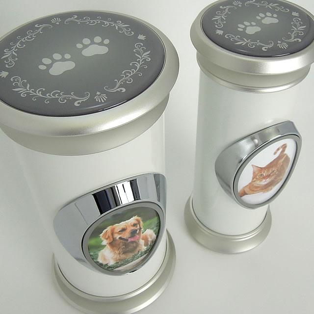 2種類の骨壷(骨壺)サイズでペットを手元供養